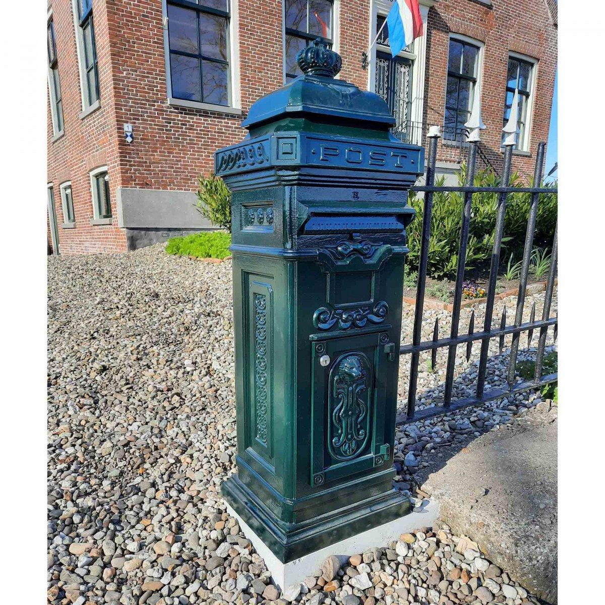 Pillar box B1B